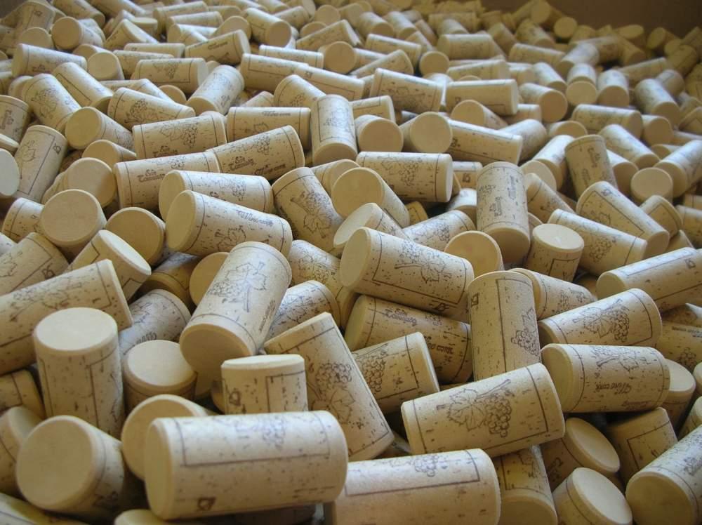 Compro Wine closures - spirits closures - PET bottles caps