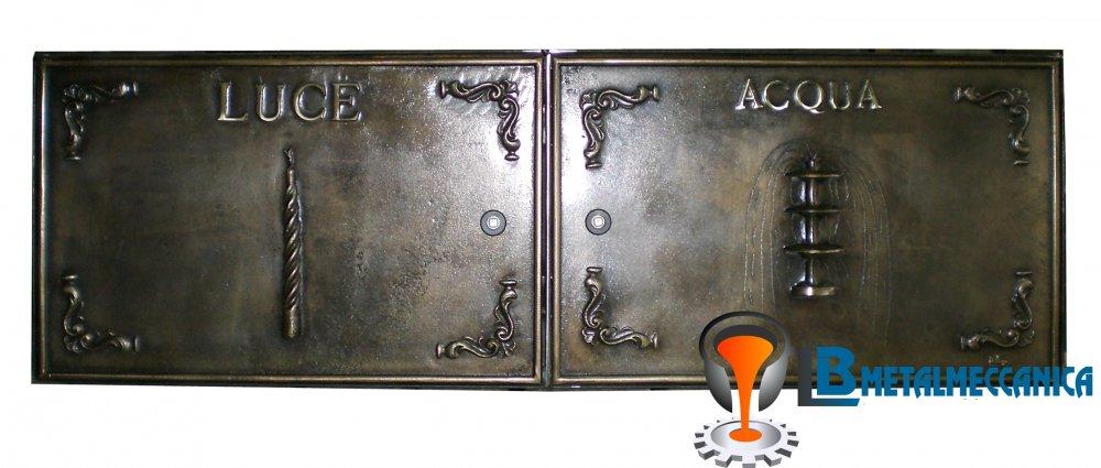 Sportello per cassetta contatore acqua e luce in fusione di ottone.