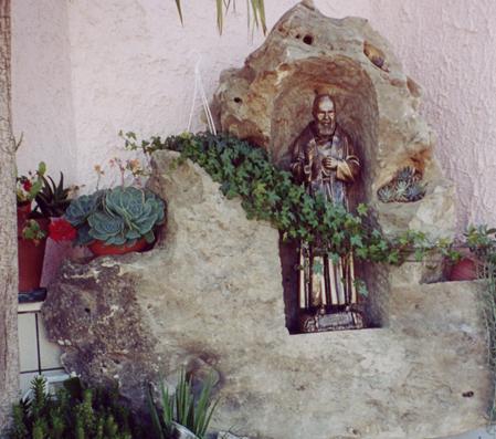 Acquistare Fontana, motivo religioso
