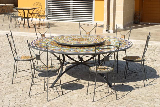 Tavoli Da Giardino Pietra Lavica.Tavoli In Pietra Lavica Decorati A Mano Buy In Castrignano De