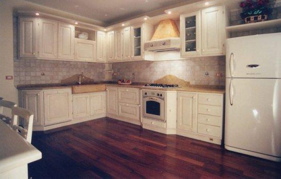 Cucina in frassino laccato bianco a poro aperto — comprare cucina ...