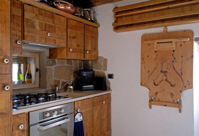 """Cucina in legno antico con """"desch da parei"""" — Comprare Cucina in ..."""