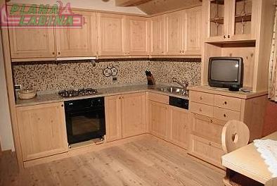Cucina personalizzata in legno di frassino buy in La Valle on Italiano