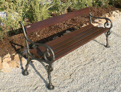 Panchine In Ghisa Da Esterno.Panchina In Legno Iroko Con Supporti In Ghisa Buy In Martinsicuro On