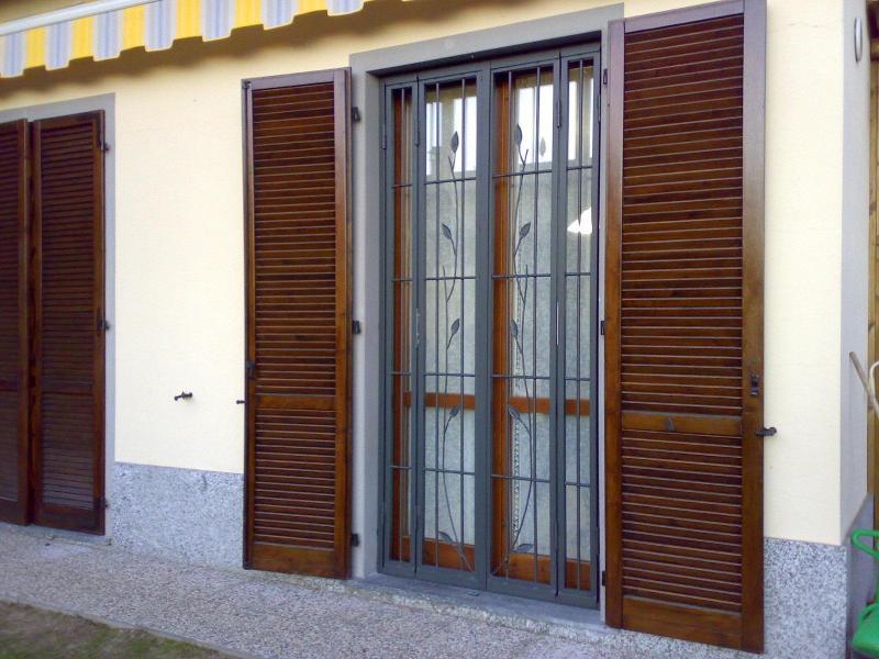 Inferriata in ferro battuto — Comprare Inferriata in ferro battuto, Prezzo , Foto Inferriata in ...