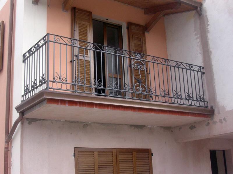 Acquistare Balcone in ferro battuto