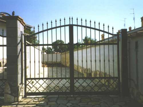 Cancello in ferro battuto — Comprare Cancello in ferro battuto, Prezzo , Foto Cancello in ferro ...