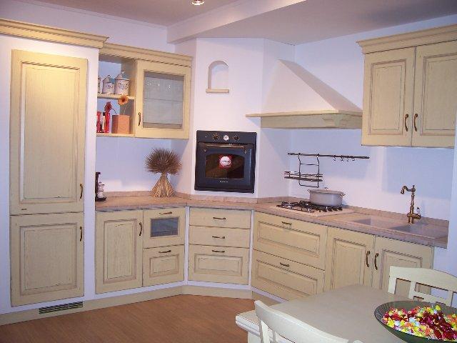 Cucina Scavolini modello Belvedere in rovere colore giallo anticato ...
