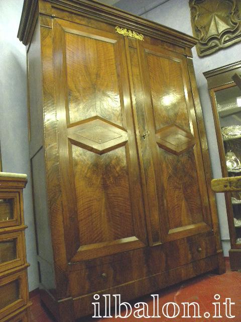 Antico armadio dell800 in radica di noce in Torino dal negozio on ...