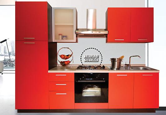 Cucina completa di elettrodomestici, piano cottura valvolato ...