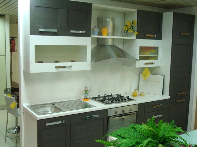 Cucina con telaio a poro aperto colore rovere grigio e bianco ...