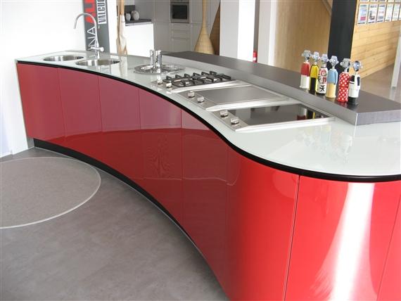 Cucina Rossa Laccata Lucida. Top Finitura Larice Bianco E Grafite ...
