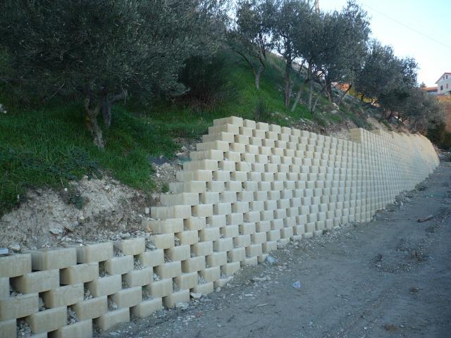 Blocchi Per Muri Di Contenimento.Muro Di Contenimento Buy In San Severino Marche On Italiano