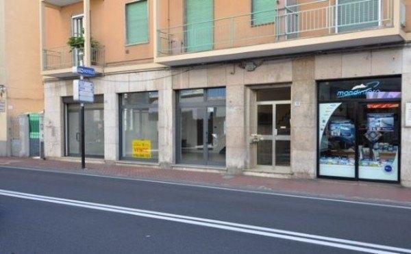 Acquistare Negozio in Vendita a Alassio - 35 m²