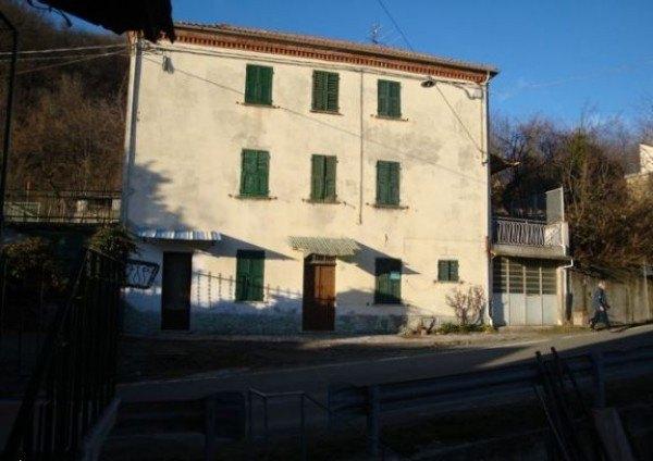 Compro Casa indipendente in Vendita a Morbello - 650 m²