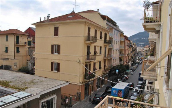 Compro Appartamento in Vendita a Alassio - 5 locali