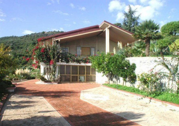 Compro Villa in Vendita a Albenga