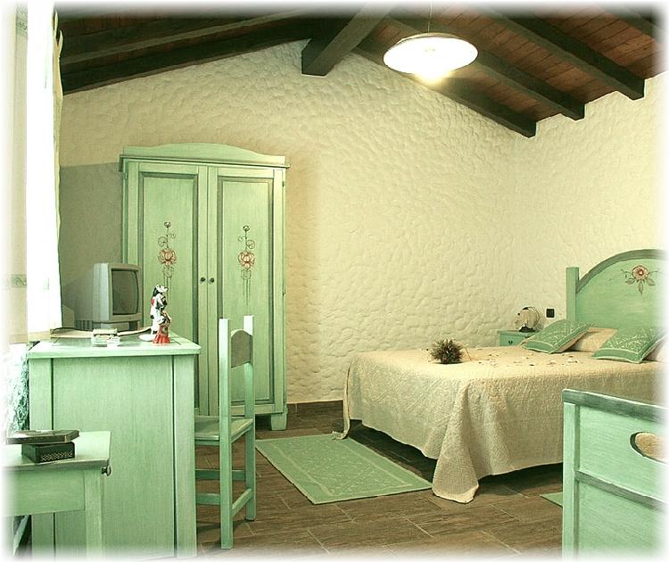 Camera da letto verde buy in Olbia on Italiano