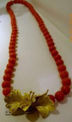 Collana corallo rosso con chiusura in oro giallo