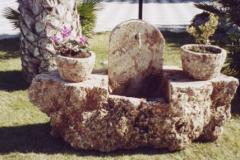 Fontana con fioriere