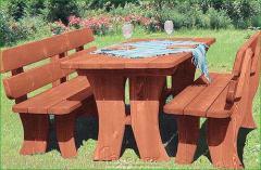 Set mobili in legno per il giardino