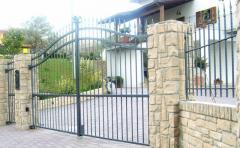 Cancelli e ringhiera in ferro battuto per recinzione