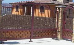 Cancello carrabile in ferro battuto colorato