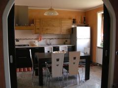 Cucina moderna in legno naturale