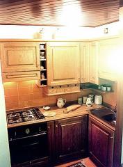 Cucina in rovere tinto. Piano in legno