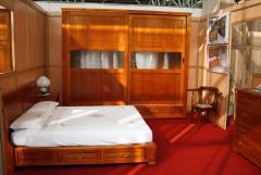 Camera in ciliegio intarsiata