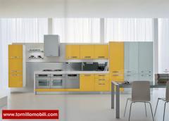 Cucina laccata lucido e opaco. Diversi colori