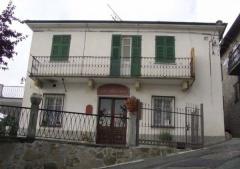 Palazzo / Stabile in Vendita a Roccaverano - 1000