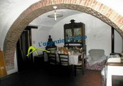 Appartamento in Vendita a Zuccarello - più di 5