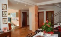 Casa indipendente in Vendita a Sarzana - 200 m²