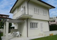 Villa in Vendita a Forte Dei Marmi - 140 m²