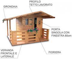 Casetta con tettoia laterale