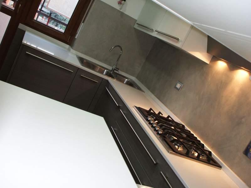 Ordine Cucina angolare in laminato grigio antracite e bianco