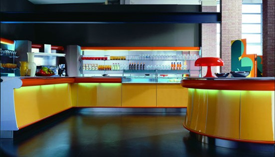 Ordine Arredamento bar laccato giallo