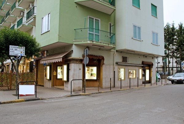 Ordine Negozio in Affitto a Pontecagnano Faiano - 50 m²