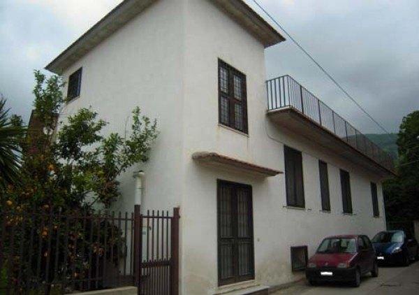 Ordine Casa indipendente in Affitto a Mugnano Del Cardinale - 300 m²