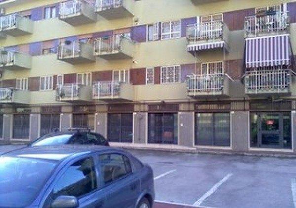 Ordine Negozio in Affitto a Caserta - 550 m²