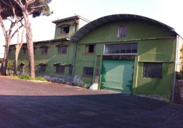 Ordine Capannone in Affitto a Napoli - 12000 m²