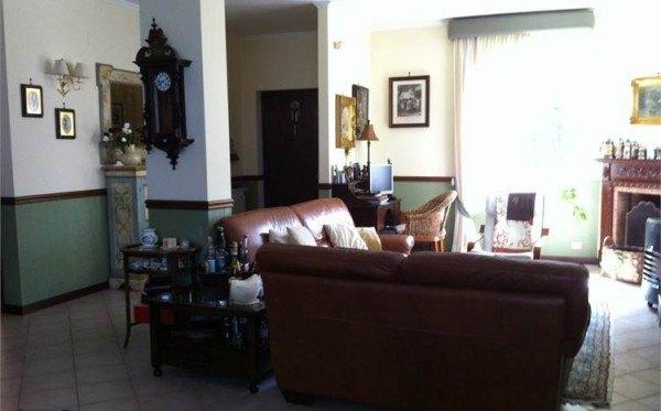 Ordine Villa in Affitto a Pozzuoli