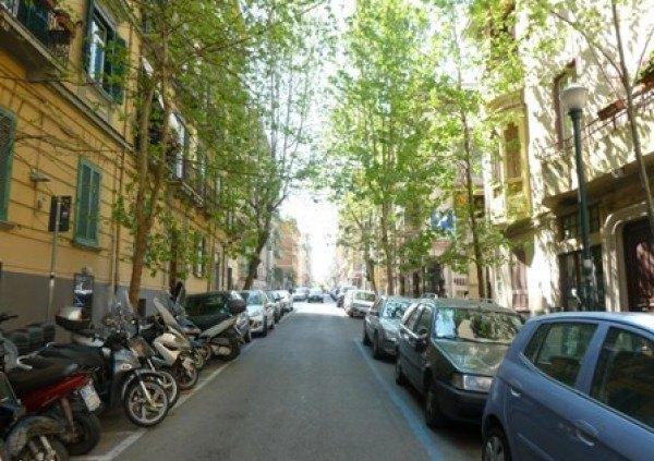 Ordine Negozio in Affitto a Napoli - 50 m²