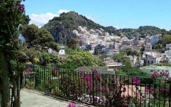 Ordine Casa indipendente in Affitto a Capri - 90 m²