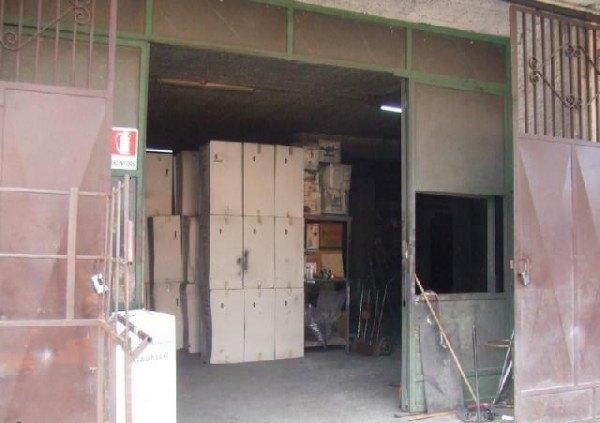 Ordine Capannone in Affitto a Napoli - 500 m²