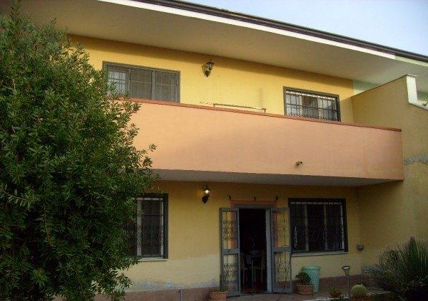 Ordine Villa in Affitto a Giugliano In Campania - 200 m²