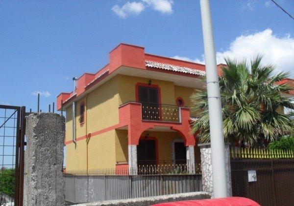Ordine Villetta a schiera in Affitto a Giugliano In Campania - 200 m²