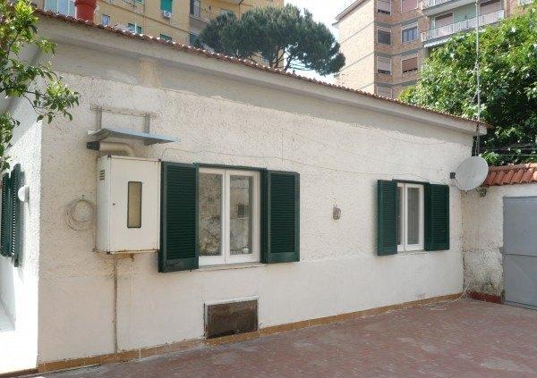 Ordine Casa indipendente in Affitto a Napoli - 90 m²