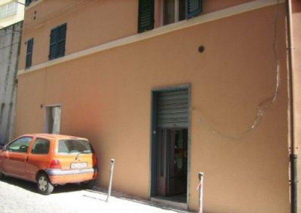 Ordine Negozio in Affitto a Ancona - 53 m²